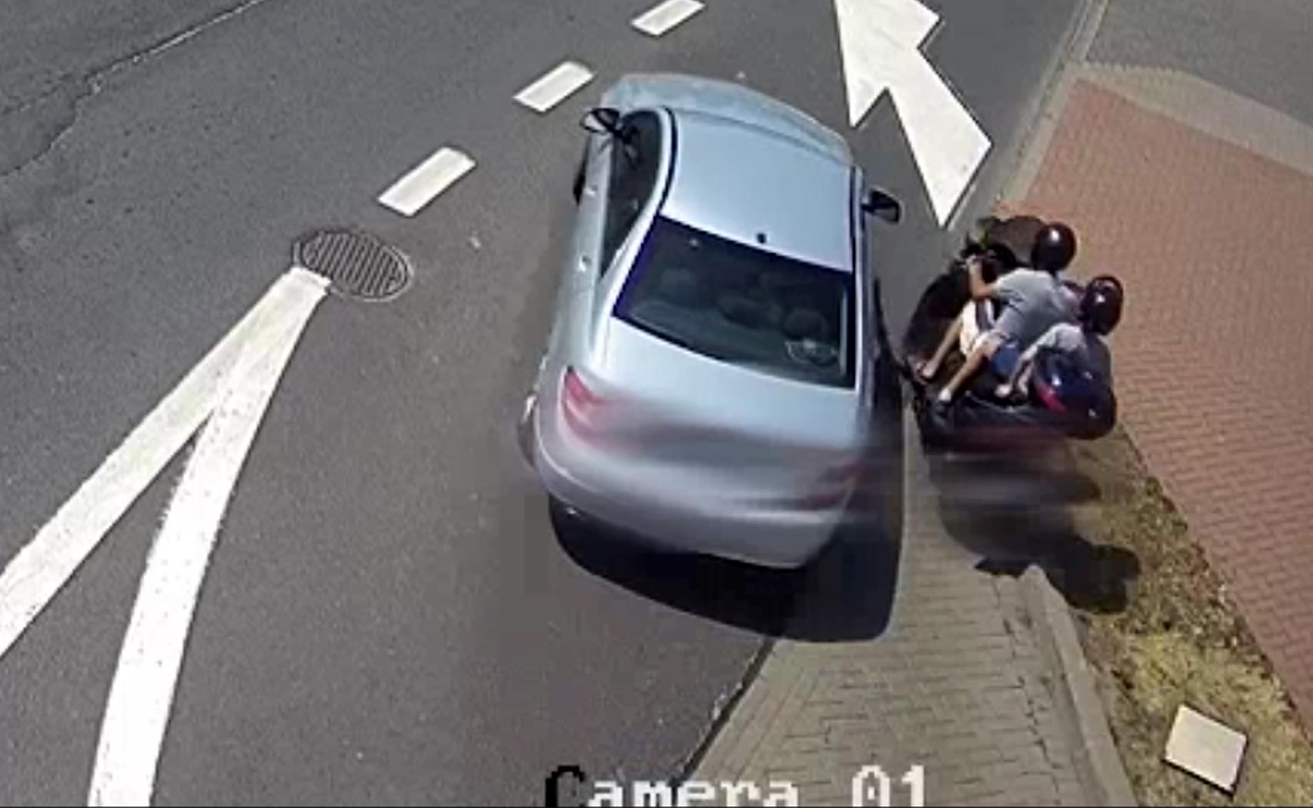 62-latek z wnuczkiem na motocyklu. Policjanci patrzyli ze zdumieniem