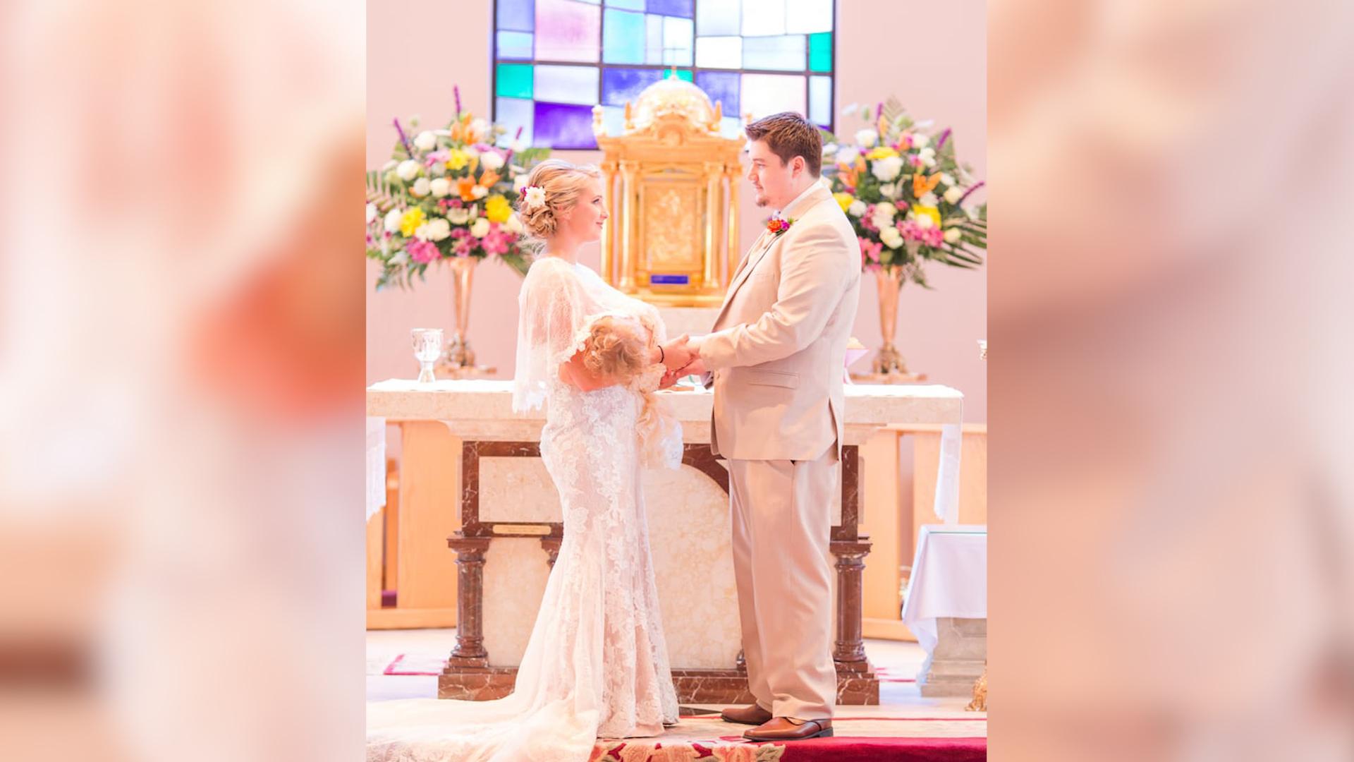 Panna młoda karmiła piersią na własnym ślubie