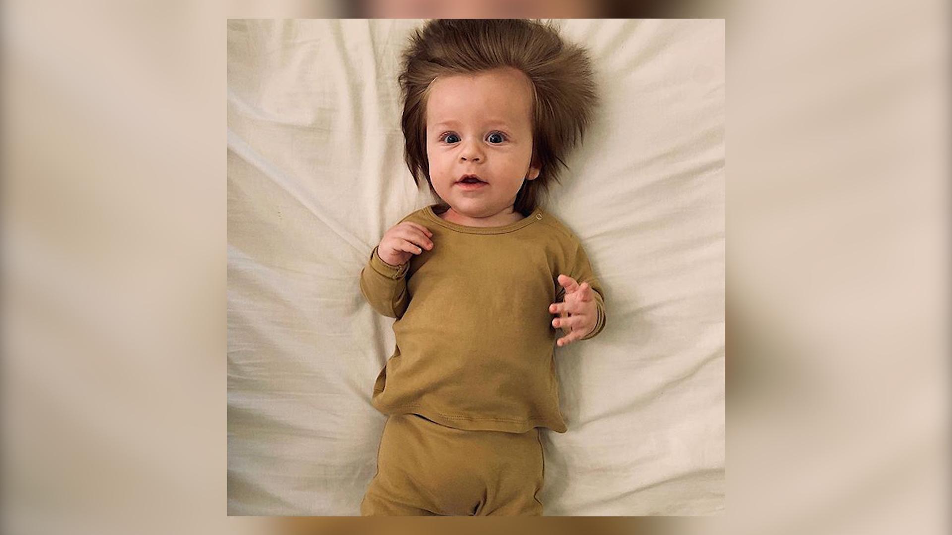 Dziecko z bujną czuprynką