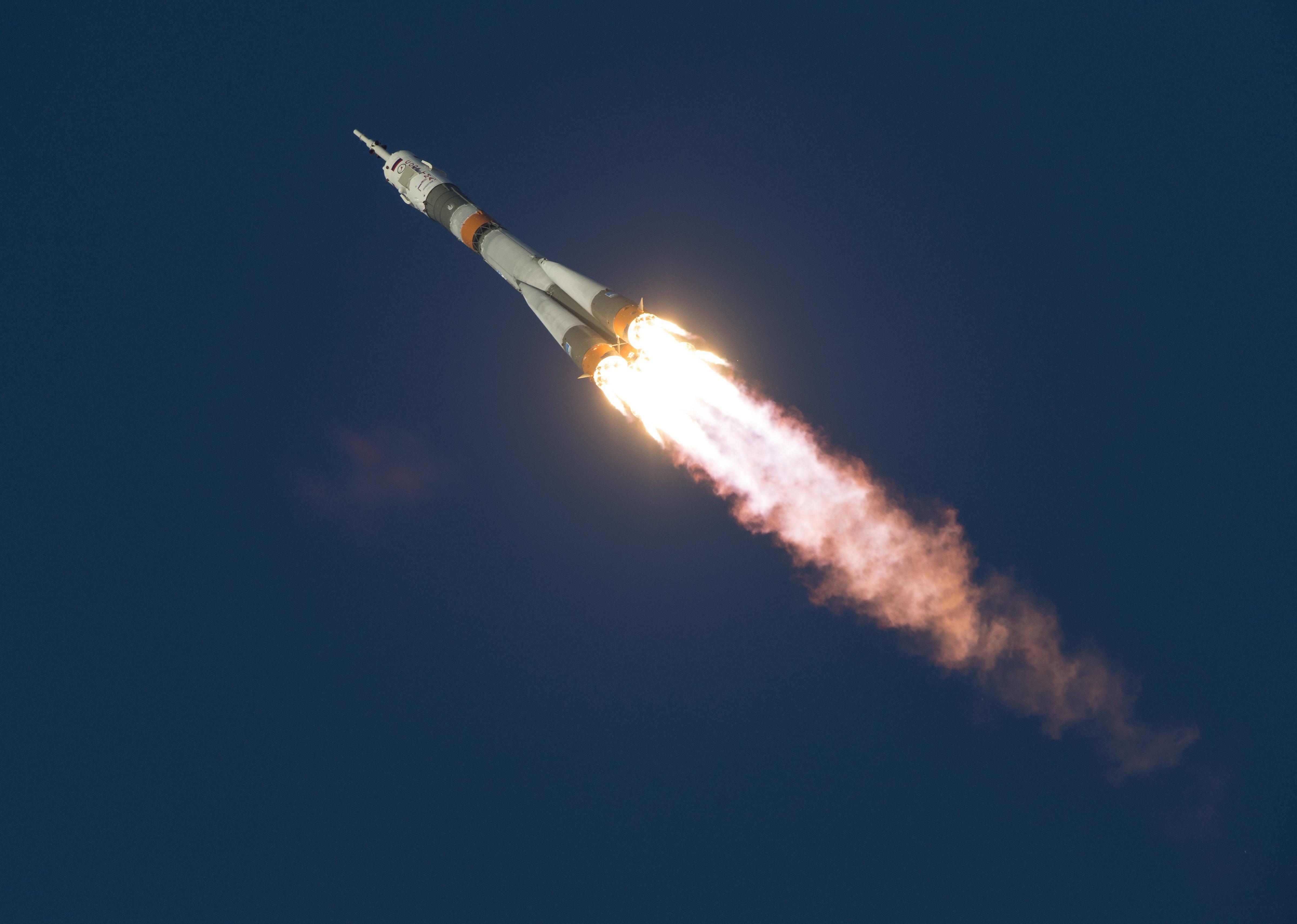 Rosyjski satelita pogodowy w drodze na orbitę. Zobacz zdjęcia ze startu