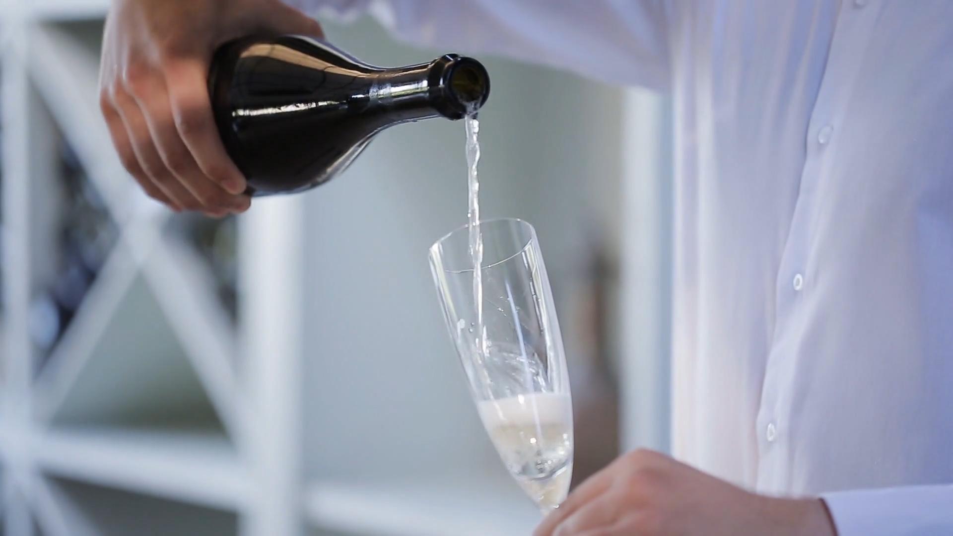 Dlaczego warto pić szampana nie tylko w sylwestra?