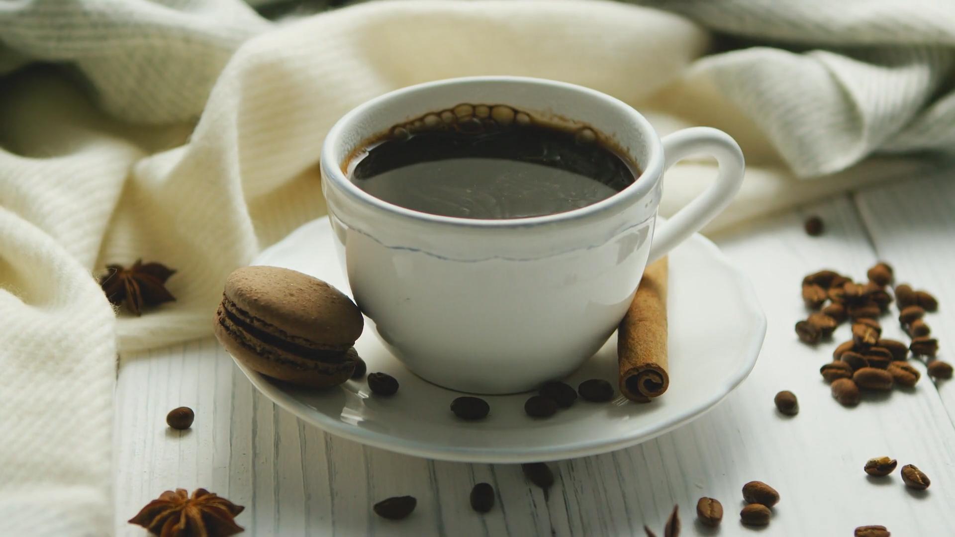 Kawa nie pomoże na kaca. Powszechny mit obalony