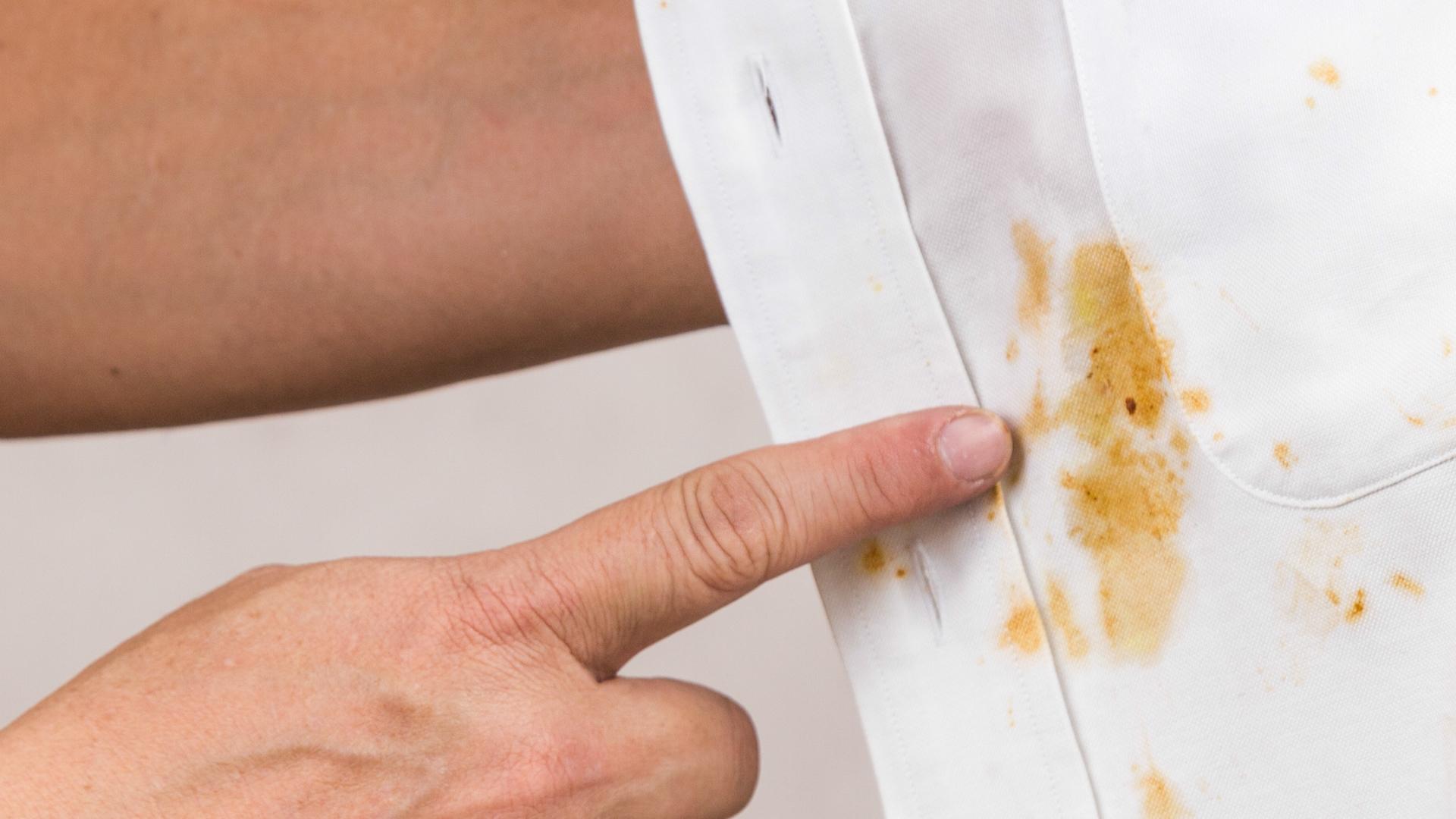 Jak usunąć tłuste plamy z ubrań? To proste!